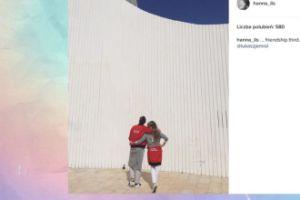 Jemioł i Lis pokazują swoją przyjaźń