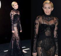Miley Cyrus w koronkowym body z trenem...