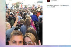Łukasz Jemioł na selfie z protestów (FOTO)