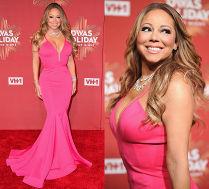 Mariah Carey znów chwali się dekoltem