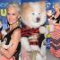 """""""Żona Hollywood"""" na otwarcie klubu zabrała męża i psa (ZDJĘCIA)"""