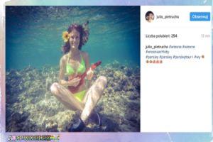 Pietrucha gra na ukulele pod wodą