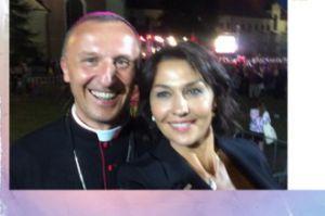Anna Popek ma zdjęcie ze słynnym biskupem