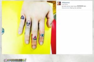Miley Cyrus i jej tatuaże na palcach