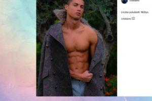Cristiano Ronaldo pokazuje mięśnie