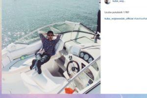 Kuba Wojewódzki wypoczywa na łódce