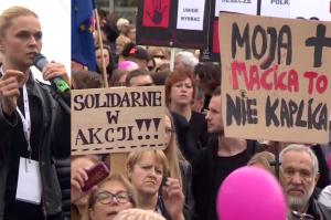 """Barbara Nowacka na Czarnym Proteście: """"Prawica i fanatycy chcąc męczyć, torturować i zabijać kobiety"""""""