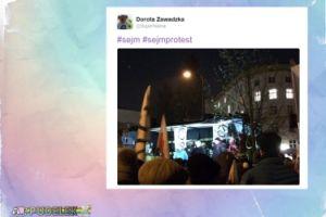 Superniania protestuje pod Sejmem