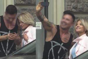 Zamachowska robi sobie selfie z fryzjerem