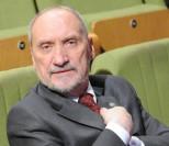 Macierewicz wydał PONAD 2 MILIONY ZŁOTYCH na przeloty!
