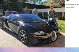 Ronaldo pozuje ze sportowym autem