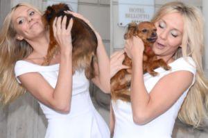 Kasia Moś w białej sukience przytula się do psa (ZDJĘCIA)