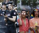 W Turcji pomimo zakazu odbył się marsz homoseksualistów. Policja rozpędzała tłum, używając kauczukowych kul...