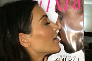 """Kim Kardashian """"całuje"""" okładkę z Westem"""