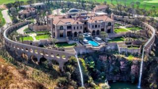NAJWIĘKSZY DOM W RPA: Bogacz wybudował PAŁAC za 75 milionów!