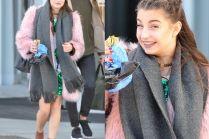 Julia Wieniawa w różowym futrze wychodzi z TVP