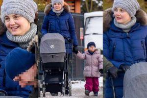 Opatulona Socha z córkami na spacerze (ZDJĘCIA)