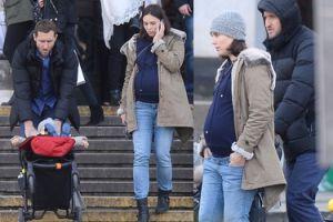 Czartoryska w zaawansowanej ciąży wychodzi z Pałacu Kultury (ZDJĘCIA)