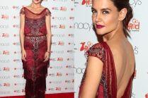 Nieśmiała Katie Holmes na czerwonym dywanie