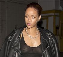 Rihanna pokazła przekłuty sutek!
