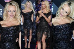 """Pamela Anderson z gołym biustem promuje belgijskie """"Top Model"""" (ZDJĘCIA)"""