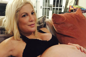 """Tori Spelling pokazała ciążowy brzuch: """"Gotowa na nowy rozdział życia"""""""