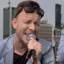 Kupicha śpiewa na dachu TVN-u!
