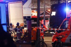 Ciężarówka na polskich rejestracjach wjechała w tłum ludzi na jarmarku w Berlinie