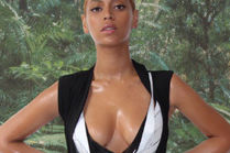 Beyonce pokazała naoliwione piersi!