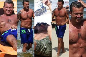 Mahoniowy Jarek Jakimowicz eksponuje 47-letnią muskulaturę na plaży w Międzyzdrojach (ZDJĘCIA)