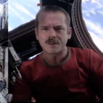 Śpiewający astronauta został gwiazdą! Jego teledysk obejrzało 26 milionów osób