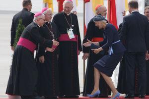 ZDJĘCIE DNIA: Agata Duda wita się z biskupami