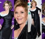 79-letnia Jane Fonda pozuje z odsłoniętym ramieniem (ZDJĘCIA)