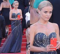 Polska szafiarka ukradkiem kręci snapy w Cannes