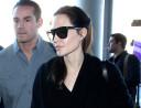 Angelina Jolie nadal walczy z rakiem! USUNĘŁA JAJNIKI!