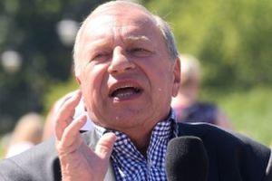 """Jerzy Stuhr o Jarosławie Kaczyńskim: """"STOI NA POGRANICZU NACJONALIZMU. W tym wzroku może się tlić mściwość"""""""