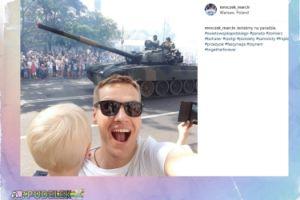 Marcin Mroczek pozuje z czołgiem