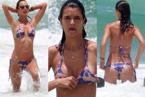 Alessandra Ambrosio kąpie się w oceanie (ZDJĘCIA)