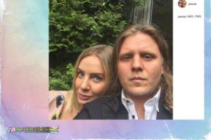 Piotr Woźniak Starak pozuje z żoną
