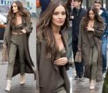 Zamyślona Marina w długim płaszczu i z odsłoniętym brzuchem (znów) wychodzi z Dzień Dobry TVN (ZDJĘCIA)