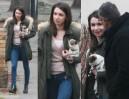 Uśmiechnięta Marta Kaczyńska z psem i kolegą (ZDJĘCIA)