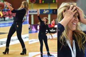 Odchudzona Szostak na obcasach gra w koszykówkę (ZDJĘCIA)