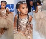 Sukienka córki Beyonce na galę MTV kosztowała... 40 tysięcy złotych! (ZDJĘCIA)