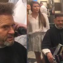 Krzysztof Rutkowski w salonie fryzjerskim!
