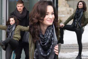 Lisowska wygłupia się przed budynkiem TVP (ZDJĘCIA)