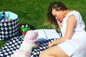 Tamara Arciuch pokazuje córeczkę