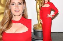 Amy Adams w czerwonej sukience na premierze