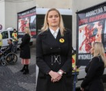 """Dominika Figurska protestuje przed Ministerstwem Zdrowia: """"Aborcja to ZABIJANIE DZIECI!"""" (ZDJĘCIA)"""
