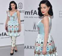 Dita w oryginalnej sukience na gali amfAR...