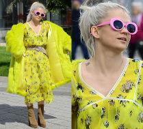 Margaret cała na żółto